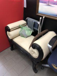 Rifacimento stoffa divanetto